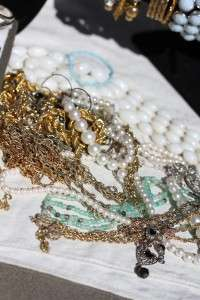 HUGE ANTIQUE ESTATE VINTAGE JEWELRY RHINESTONE GLASS WEAR LOT 100