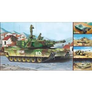 Trumpeter 1/35 M1A1/A2 Abrams Tank (5 in1 Kit): Toys